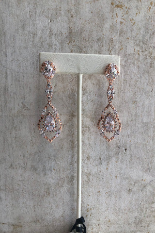 Dangle earrings in gold and silver