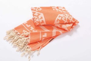 Serviette de plage orange design aztèque
