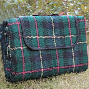 A handy waterproof picnic blanket perfect for your romantic interlude