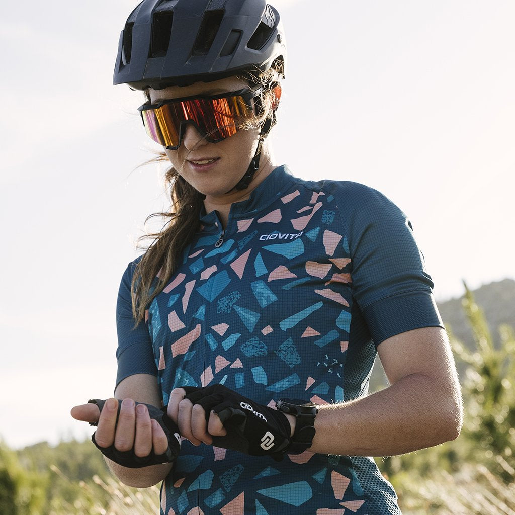 ladies cycling jersey with cobbled design