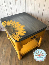 Load image into Gallery viewer, Dixie Belle Chalk Paint - DAISY