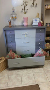 Dixie Belle Chalk Paint - HURRICANE GRAY