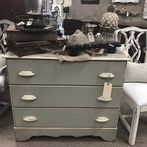 Dixie Belle Chalk Paint - MANATEE GRAY