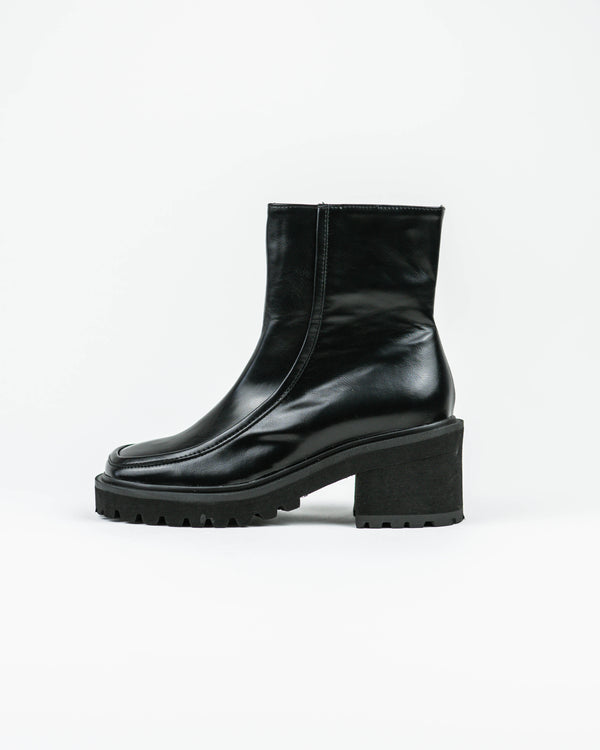 Seamed Lug Sole Boot