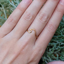 Load image into Gallery viewer, Wave Ring Rose Gold