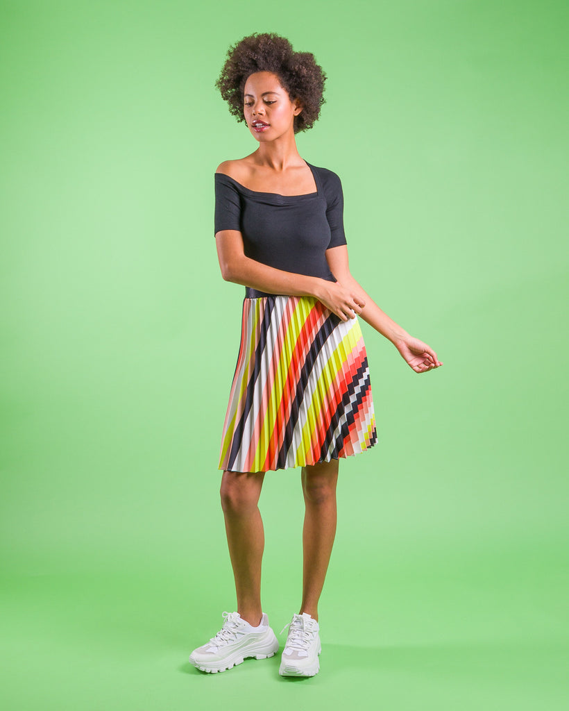 sewing project, upcycled fabric, easy sewing project for kids, unique sewing project, sewing blog, plus size sewing pattern, sewing project for beginners,  knife pleat skirt, accordion pleat skirt, sunburst pleat skirt, threadymade, paris skirt, sunset stripe, bold bias stripe