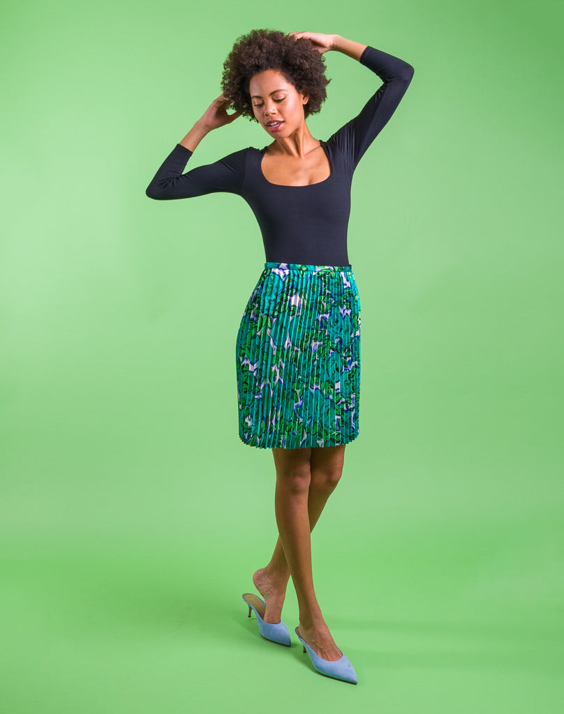 Threadymade-Matisse-Sunburst-Skirt-Shortsewing project, upcycled fabric, easy sewing project for kids, unique sewing project, sewing blog, plus size sewing pattern, sewing project for beginners,  knife pleat skirt, accordion pleat skirt, sunburst pleat skirt, threadymade, paris skirt, matisse print- colorful abstract floral