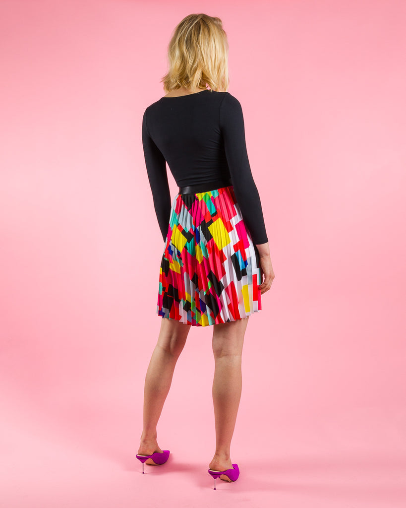 sewing project, upcycled fabric, easy sewing project for kids, unique sewing project, sewing blog, plus size sewing pattern, sewing project for beginners,  knife pleat skirt, accordion pleat skirt, sunburst pleat skirt, threadymade, paris skirt, confetti print