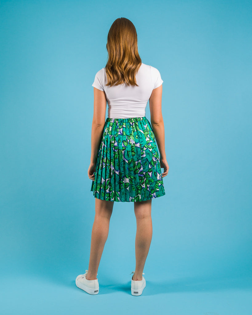 Easy sewing project, upcycled fabric, unique sewing project, sewing blog, plus size sewing pattern, sewing project for beginners,  knife pleat skirt, side  pleat skirt, easy sewing project for kids, Threadymade-Matisse-Side-Pleat-Skirt-Short