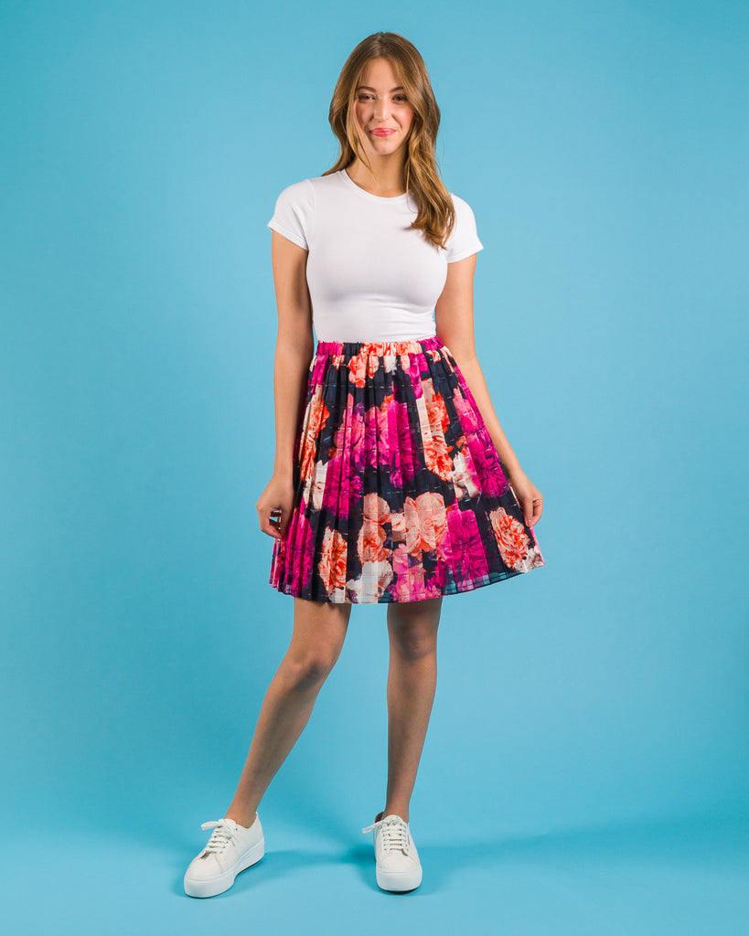 Easy sewing project, upcycled fabric, unique sewing project, sewing blog, plus size sewing pattern, sewing project for beginners,  knife pleat skirt, side  pleat skirt, easy sewing project for kids, threadymade, rose print, dylan side pleat skirt , short