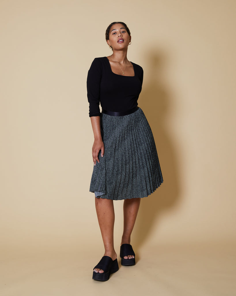 sewing project, upcycled fabric, easy sewing project for kids, unique sewing project, sewing blog, plus size sewing pattern, sewing project for beginners,  knife pleat skirt, accordion pleat skirt, sunburst pleat skirt, threadymade, paris skirt, pebble dot , black dot