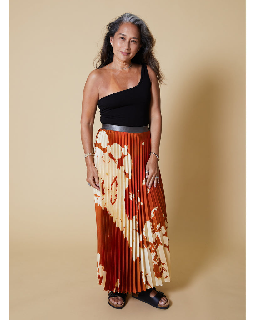 easy sewing project, upcycled fabric, unique sewing project, sewing blog, plus size sewing pattern, sewing project for beginners, knife pleat skirt, accordion pleat skirt, sunburst pleat skirt, threadymade, monroe skirt, pony print, Ikat Print