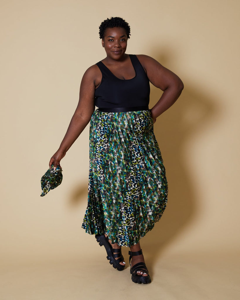 easy sewing project, upcycled fabric, unique sewing project, sewing blog, plus size sewing pattern, sewing project for beginners,  knife pleat skirt, accordion pleat skirt, sunburst pleat skirt, threadymade, monroe skirt, etched leopard print, animal print