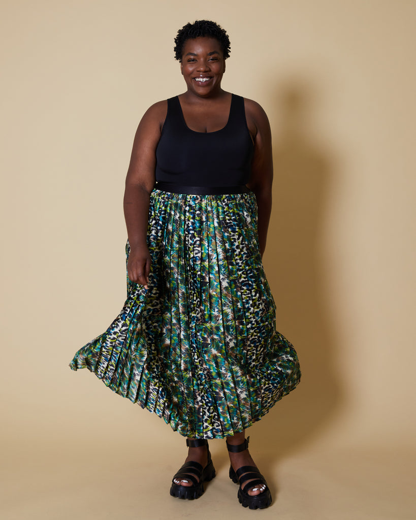 Easy sewing project, upcycled fabric, unique sewing project, sewing blog, plus size sewing pattern, sewing project for beginners,  knife pleat skirt, side  pleat skirt, easy sewing project for kids, Threadymade, Etched Leopard, Side Pleat Madison Skirt , Long