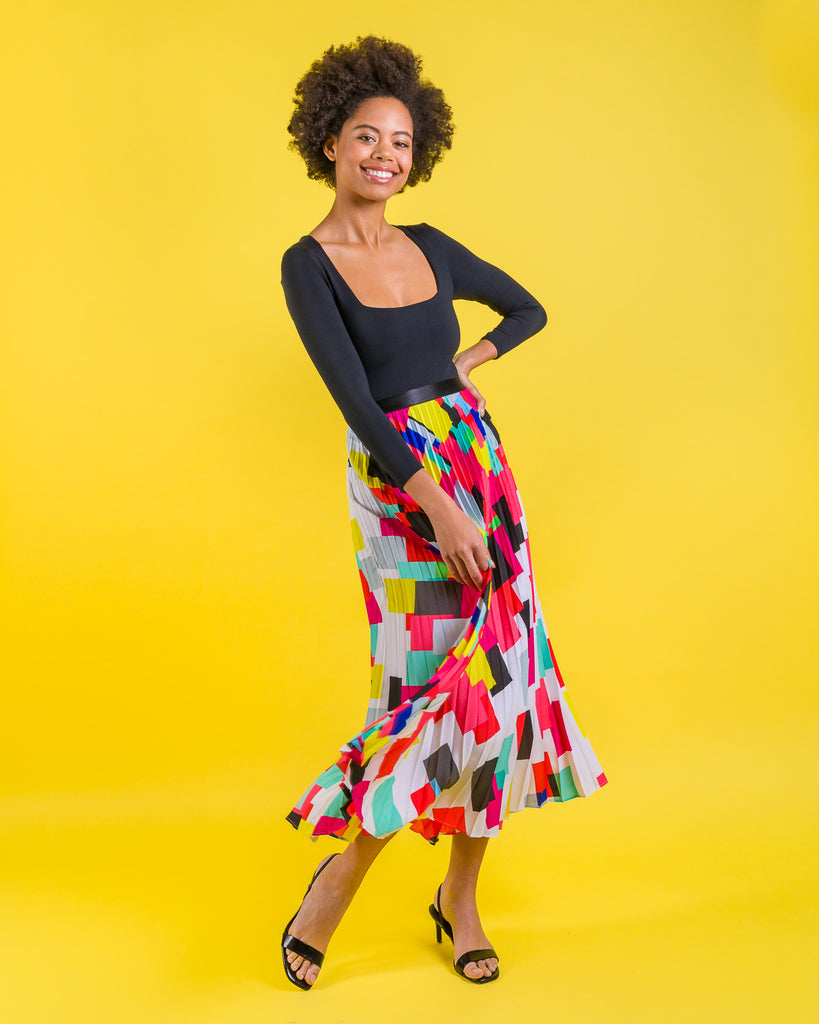 easy sewing project, upcycled fabric, easy sewing project for kids, unique sewing project, sewing blog, plus size sewing pattern, sewing project for beginners,  knife pleat skirt, accordion pleat skirt, sunburst pleat skirt, threadymade, monroe skirt, confetti print, bold multicolor geo print