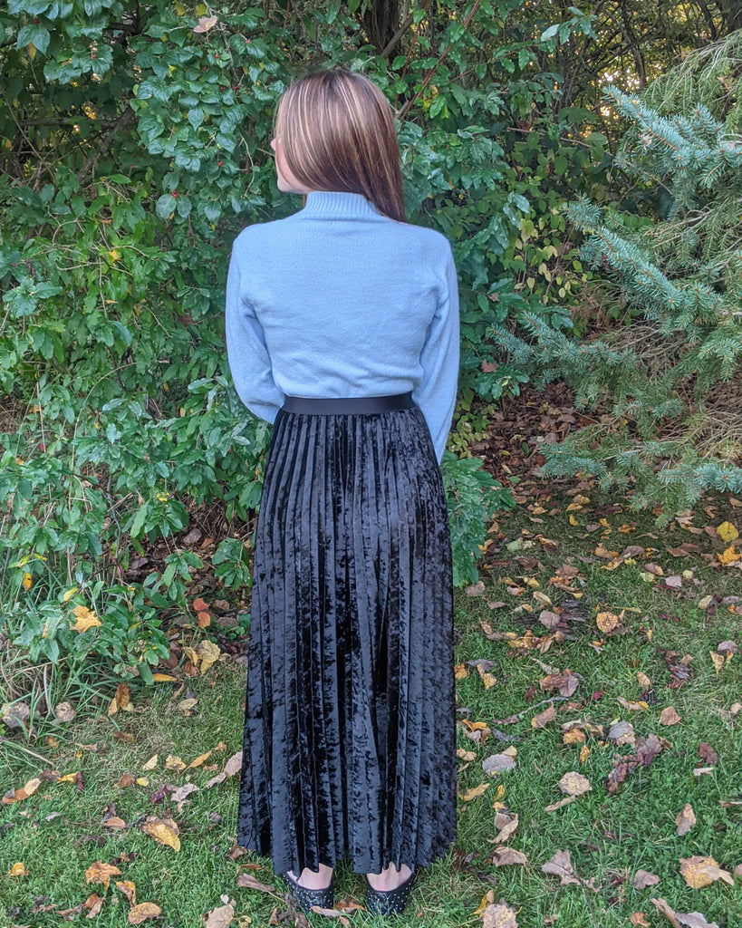 black crushed velvet, sunburst skirt, easy sewing project, upcycled fabric, unique sewing project, sewing blog, plus size sewing pattern, sewing project for beginners,  knife pleat skirt, accordion pleat skirt, sunburst pleat skirt, threadymade, monroe skirt, upcycled crushed velvet