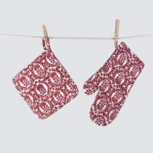Load image into Gallery viewer, Caroline Red Oven Mitt Sets