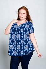 PRINT V-NECK TOP WITH BACK KEYHOLE - PLUS SIZE