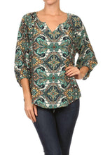 GREEN PAISLEY PRINT NOTCH V-NECK TOP