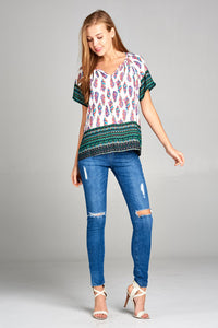 SHORT SLEEVE V-NECK TOP WITH FEATHER BORDER PRINT
