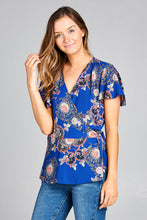 SHORT SLEEVE FLORAL PRINT SURPLICE TOP
