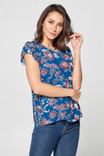 PRINT SHORT SLEEVE TOP WITH BACK KEYHOLE