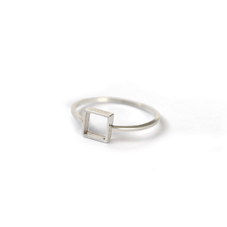 LA TERRA JEWELRY SQUARE OUTLINE RING
