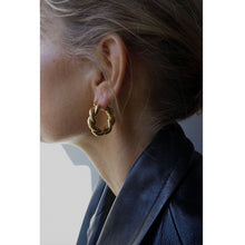 Load image into Gallery viewer, CU JEWELLERY VICTORY BIG TWIN EAR GOLD