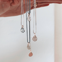 Load image into Gallery viewer, DOROTHEAS JEWELRY HOPPETS TÅRAR BERLOCK HALSBAND