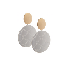 Load image into Gallery viewer, PANTOLIN SKY DISC FISHSCALE EARRINGS