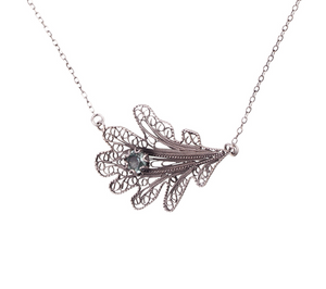 YVONE CHRISTA-OAK LEAF-NECKLACE-C5090-CLOSE