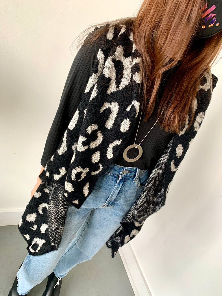 SPOTTED LEOPARD SWEATER VEST