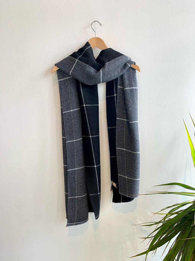 TWO TONE GRID SCARF