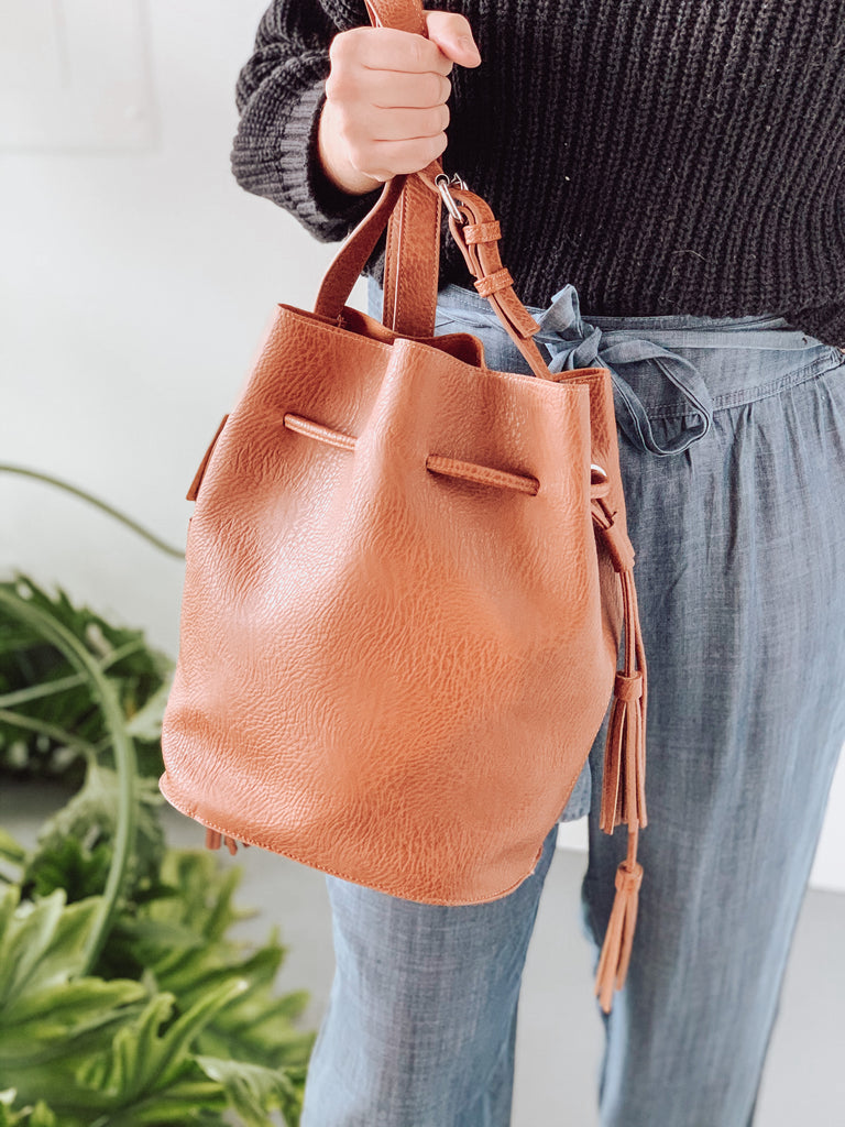 GAIA BUCKET BAG