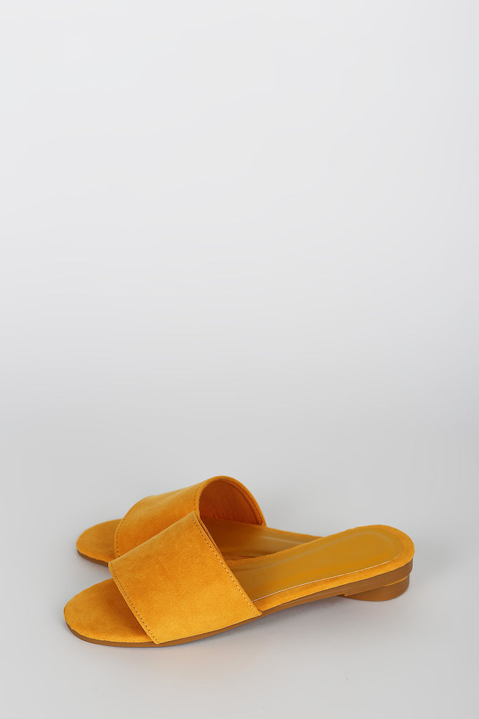 EASY SLIDE SANDALS IN MARIGOLD