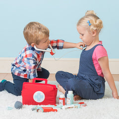 Le Toy Van Doctor's Set Girl and Boy Playing Stethoscope