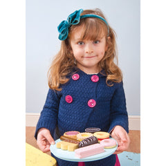 Le Toy Van Honeybake Biscuits & Plate Set Girl Holding Plate