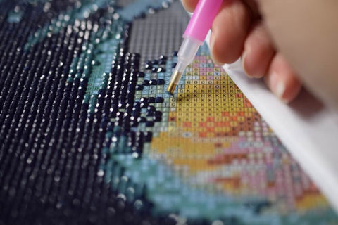 Applying Diamonds on Canvas