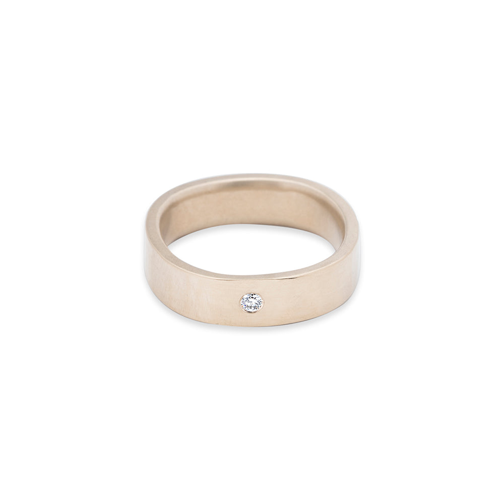 GRS5.yg-1.5 5mm Matte Yellow Gold Hammered Round Ring with 1.5mm Diamond