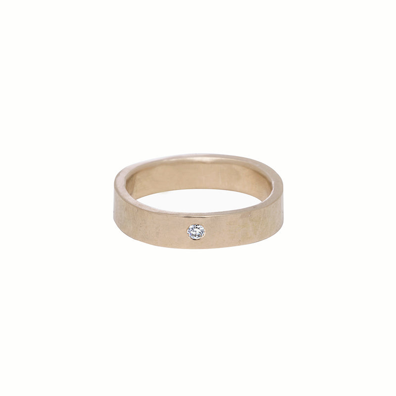 GRS4.yg-1.5 4mm Matte Yellow Gold Hammered Round Ring with 1.5mm Diamond