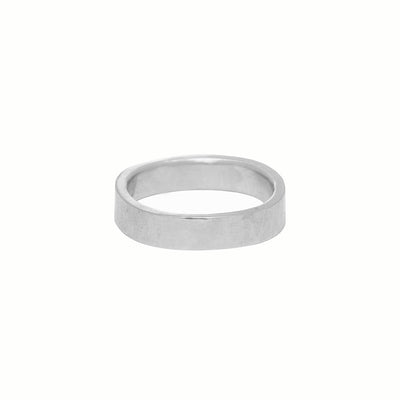 GRS4.wg 4mm Matte White Gold Hammered Round Ring
