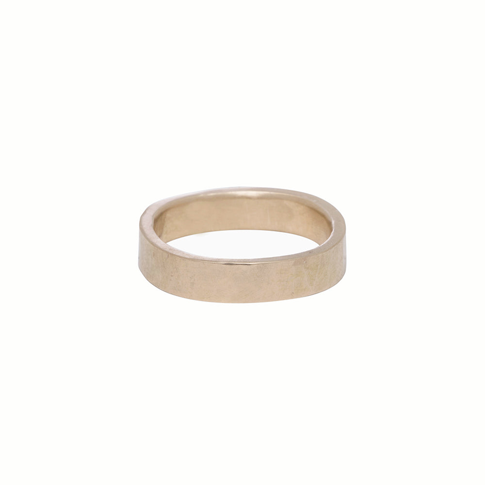 GRS4.yg 4mm Matte Yellow Gold Hammered Round Ring