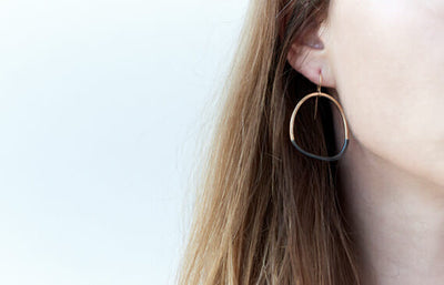 E299x.yg Black & Gold Stone Earrings