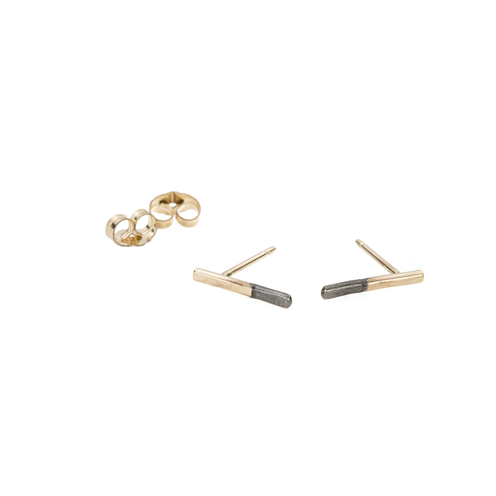 E313x.yg Black & Gold Stria Stud Earrings in Black Oxidized Sterling Silver and Yellow Gold