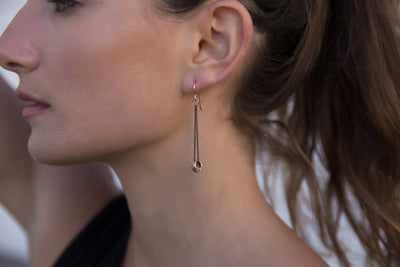 E349x.yg Black & Gold Cinq Earrings in Oxidized Silver and Yellow Gold - Model Image