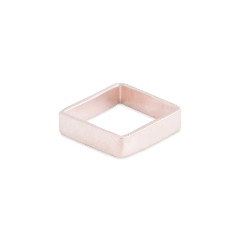 GSQ4.yg 4mm Matte Yellow Gold Hammered Square Ring