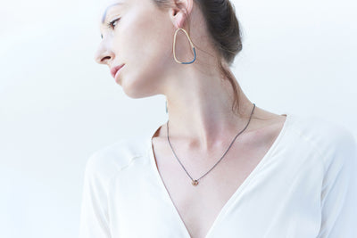 N283x.yg Black Oxidized Silver and Yellow Gold Cinq Necklace - Model Image