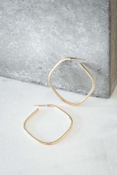 E326yg Square Hoop Earrings in Yellow Gold