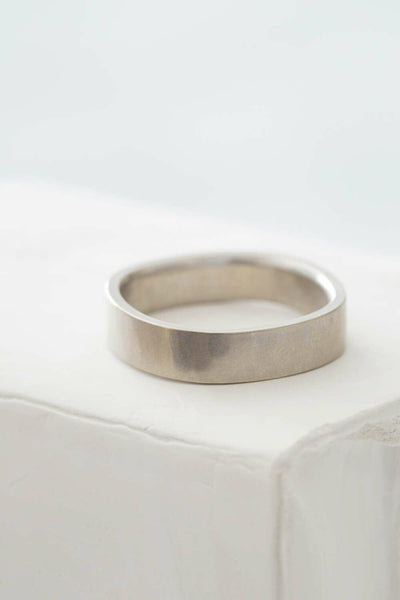 GRS5.wg 5mm Wide White Gold Round Ring