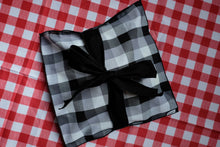Load image into Gallery viewer, Black and White Picnic Treat Wrap